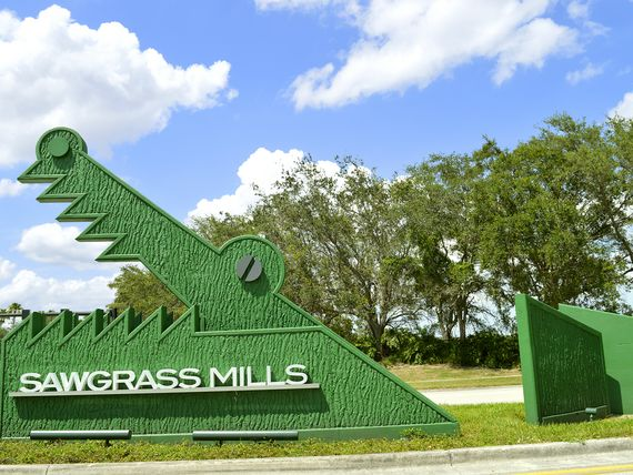 Eingang zur Sawgrass Mills, die grösste Outlet-Shopping Mall in Florida